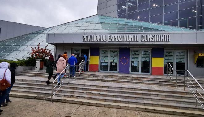 Aglomerație la centrul de vaccinare de la Pavilionul Expozițional Constanța - pavilion-1633612683.jpg