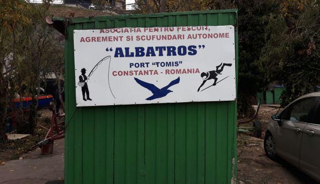 """Pescarii din Portul Tomis caută înţelegere la autorităţi. """"Am fost somaţi să eliberăm terenul"""" - pescari2-1606060276.jpg"""