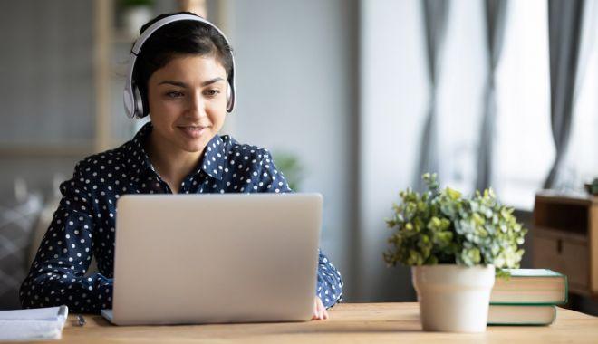 Peste 2.400 de laptopuri pentru liceenii constănţeni - peste2400laptopuri-1617873896.jpg