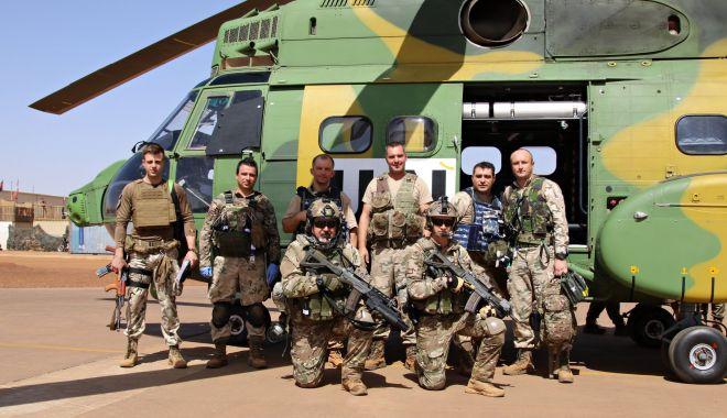 """Foto: Familiile militarilor care se întorc din Mali au lansat o petiție: """"Izolare la domiciliu, nu carantină!"""""""