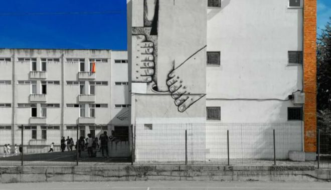 """Pisica Pătrată"" realizează un nou mural la Colegiul ""Regina Maria"" - pisicapatrata-1632235909.jpg"