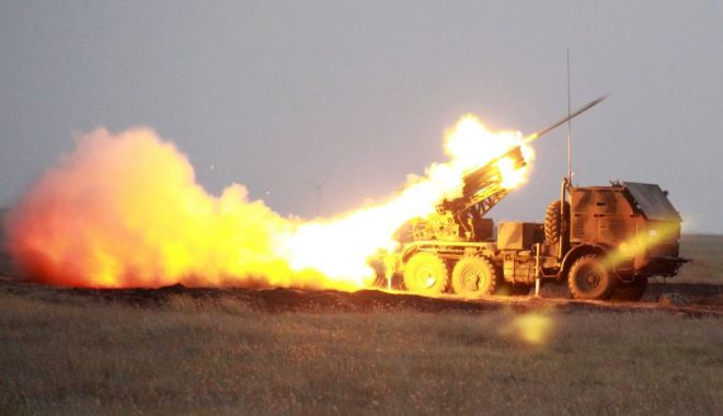 Foto: Trageri reale de luptă, în poligonul Smârdan