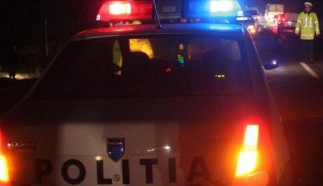 MAȘINĂ RĂSTURNATĂ ÎN CÂMP. Un bărbat a fost rănit - politia-1610530889.jpg
