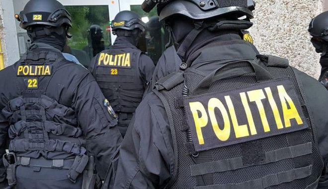Cinci persoane din judeţul Constanţa arestate pentru proxenetism - politiaperchezitii-1602592888.jpg