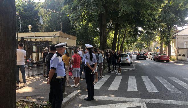 Foto: Poliţia şcolară, în acţiune. Ce misiune au poliţiştii