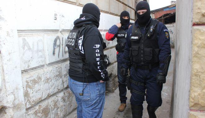 PERCHEZIȚIE pentru prinderea unui TRAFICANT DE CANNABIS - politiemascatijandarmipercheziti-1622107280.jpg
