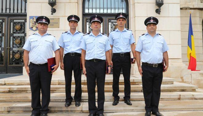 Pompier recompensat de ministrul Lucian Bode pentru intervenţia la explozia de la Petromidia - pompier-1626700473.jpg