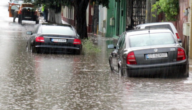 Foto: Galerie FOTO. Potop la Constanța! Zeci de străzi inundate și mașini avariate