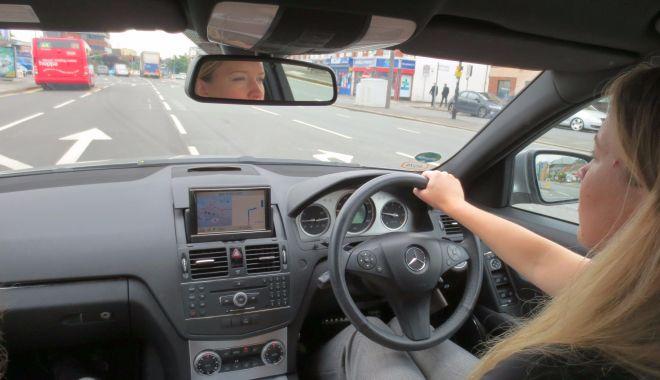 Mașinile cu volan de dreapta nu vor mai fi înmatriculate. Când intră regula în vigoare - practicaldrivingtestuktraffic-1602933218.jpg