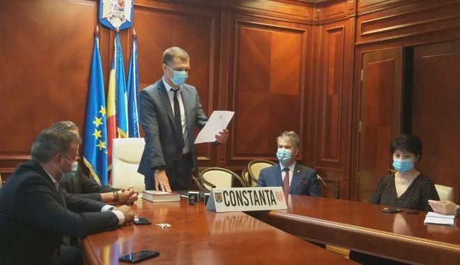 Noul prefect al Judeţului Constanţa, Silviu Coşa, a depus jurământul - prefect1-1602771711.jpg