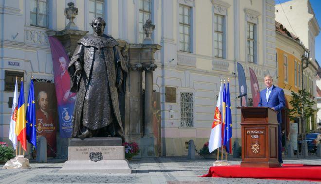 Klaus Iohannis a dezvelit statuia Baronului Brukenthal din centrul Sibiului - presedinte-1631368391.jpg