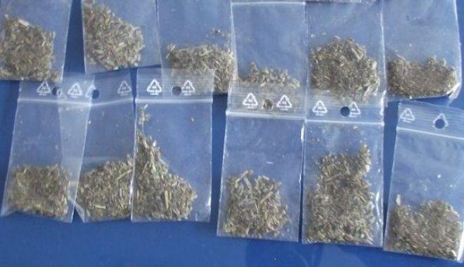 Prinși cu droguri la ei, în centrul Constanței - prinsicudroguri-1580812968.jpg