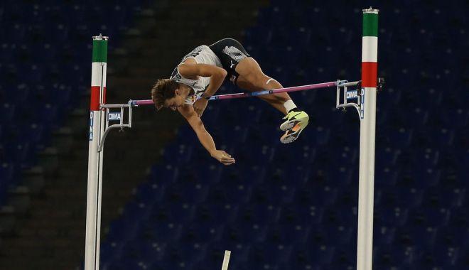 Foto: Armand Duplantis, cea mai bună performanţă din toate timpurile la săritura cu prăjina