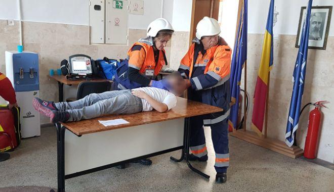 Școală lovită de meteoriți. Scenariu apocaliptic  la Cernavodă! - scoalalovitademeteoritiexercitiu-1540397141.jpg