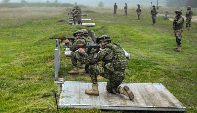 """Foto: """"Scorpionii Albaștri"""", trageri cu armamentul de infanterie"""