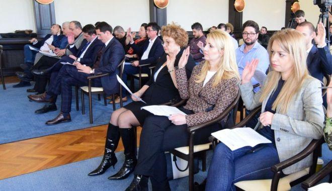 Consilierii locali, convocați în ședință. Cui mai dă terenuri gratuite primarul Decebal Făgădău - sedinta-1600234086.jpg
