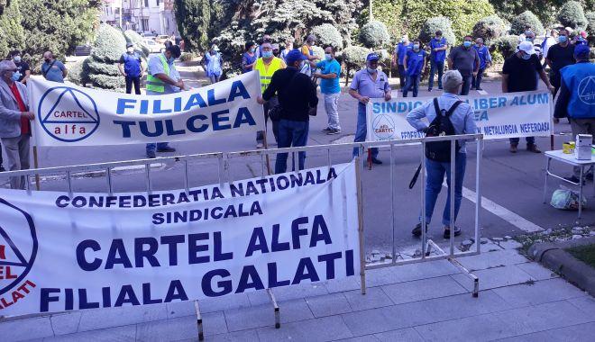 """Sindicaliștii au protestat sub geamul prefectului împotriva """"abuzurilor"""" de la CSCT - sindicalittiiauprotestatsubgeamu-1602094427.jpg"""