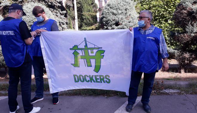 """Sindicaliștii au protestat sub geamul prefectului împotriva """"abuzurilor"""" de la CSCT - sindicalittiiauprotestatsubgeamu-1602094475.jpg"""