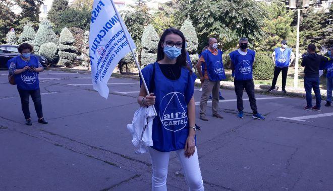 """Sindicaliștii au protestat sub geamul prefectului împotriva """"abuzurilor"""" de la CSCT - sindicalittiiauprotestatsubgeamu-1602094512.jpg"""