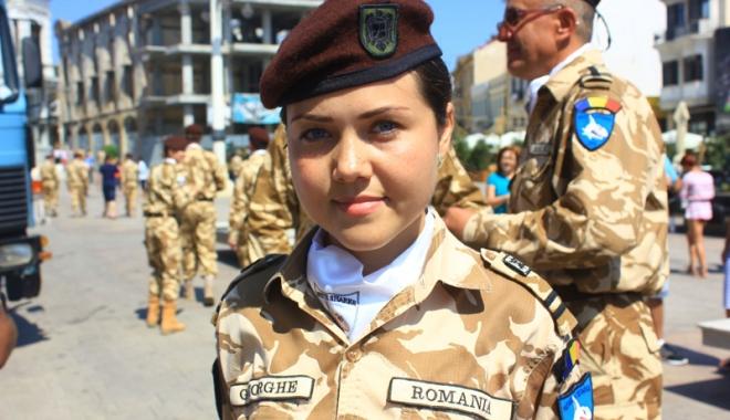 """Foto: """"Sirenă"""" printre """"Rechinii Albi""""! Merge fără frică în Afganistan"""