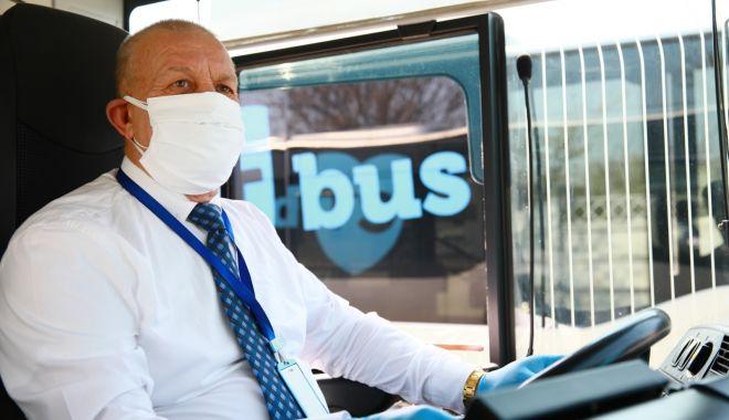 Foto: Șoferii de pe autobuzele CT Bus, echipați cu măști confecționate în atelierul de tapițerie al regiei