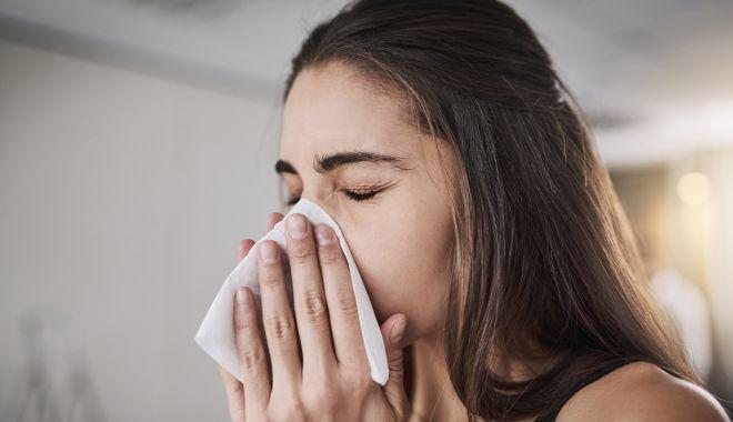 Cât rămân particulele de coronavirus în aer după ce o persoană infectată vorbește fără mască - stranut-1589444112.jpg