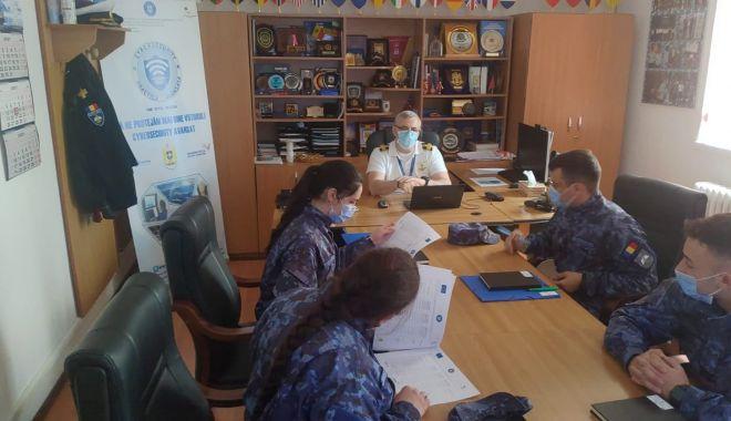 """Studenţii Academiei Navale """"Mircea cel Bătrân"""", pregătiţi în domeniul securităţii cibernetice - studentiiacademiei1-1619112386.jpg"""