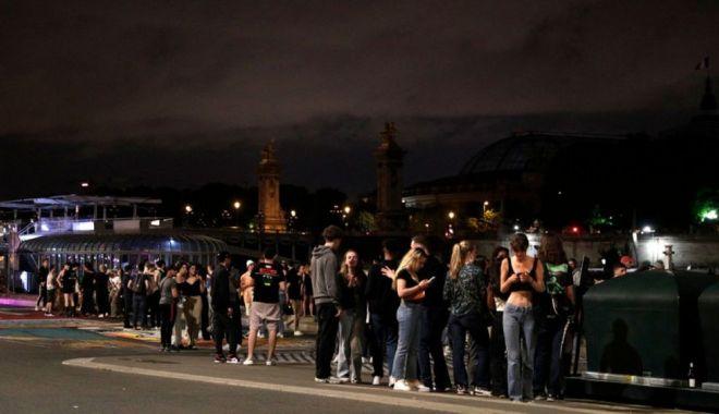 Sute de tineri au fost alungaţi în forţă din centrul Parisului - sutedetineri-1623595826.jpg