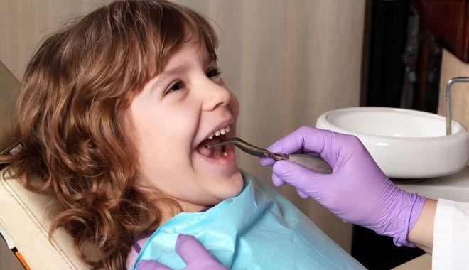 Recomandarea specialistului - Copiii trebuie duși la un medic dentist de la 7-8 ani - tratamentdentarcopii-1622745451.jpg