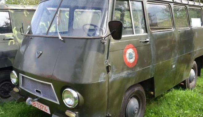 Foto: Vă plac vehiculele militare? O piesă de colecție, dar și banii… / GALERIE FOTO