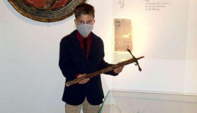 Un băiat din Germania a găsit o sabie istorică într-o pădure - unbaiatdingermania-1623245766.jpg