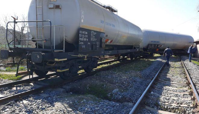Alertă în zona industrială din Constanța. Mai multe vagoane au deraiat - vagoane1-1618128289.jpg