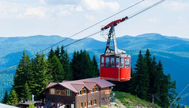 Staţiunile montane sunt monitorizate, în acest weekend, de la bordul unui elicopter - valeaprahoveiorasesistatiunipeca-1627150905.jpg