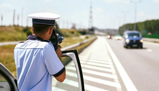 Foto: VITEZOMANI PE AUTOSTRĂZI! Zeci de permise auto REȚINUTE!