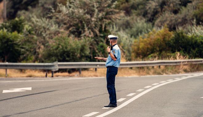Foto: La vânătoare de vitezomani pe autostradă: zeci de șoferi lăsați fără permise!