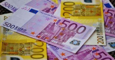 Au furat 19.000 de euro dintr-un autoturism. Poliția face cercetări
