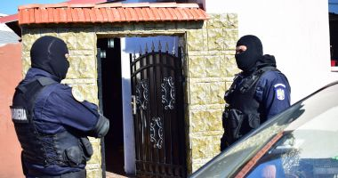 PERCHEZIȚII în Constanța. Tinere obligate să se prostitueze în Cehia și Spania
