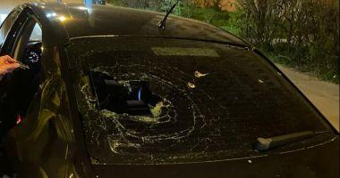 ALTERCAȚIE ÎN MIEZ DE NOAPTE! Un taximetrist a ATACAT o mașină de BOLT!