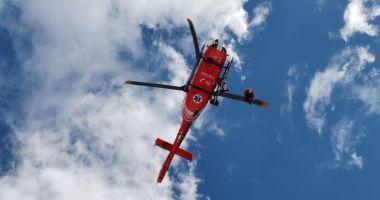 Un alpinist accidentat pe munte a fost preluat de un elicopter şi transportat la spital