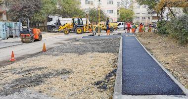 Lucrări de asfaltare în parcările din Constanţa