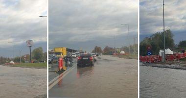 VIDEO / Avarie majoră RAJA. Bulevardul Aurel Vlaicu, inundat