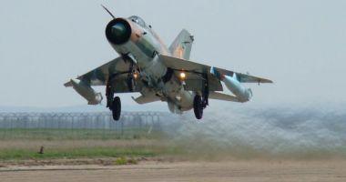 Premieră în aviația militară! Aterizare forțată noaptea, fără roata dreaptă