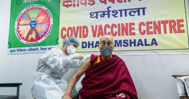 Dalai Lama s-a vaccinat împotriva Covid-19: Mai mulţi oameni, ar trebui să facă această injecţie