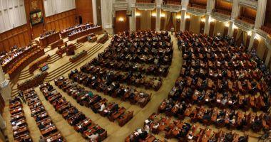 Parlamentul a plafonat facturile la curent și gaze. Legea merge la promulgare, la președintele Klaus Iohannis