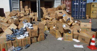 Captură de îmbrăcăminte și încălțăminte contrafăcută, în valoare de 30.800 de euro