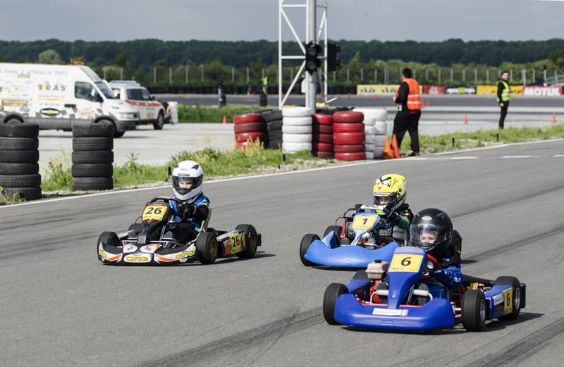 Constănțenii fac spectacol  în Campionatul Național de karting