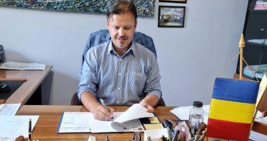 Mai multe proiecte importante demarate la Hârşova. Ce contracte a semnat primarul Viorel Ionescu