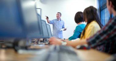 Alte 142 programe de formare profesională vor începe în luna octombrie
