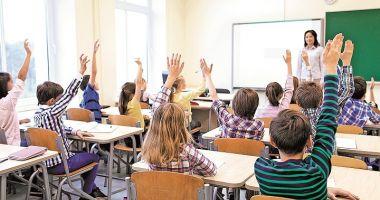 Haine și rechizite din fonduri europene pentru 259.786 de elevi defavorizați