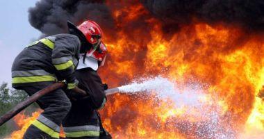 Arde biserica veche din localitatea Mihail Kogălniceanu!